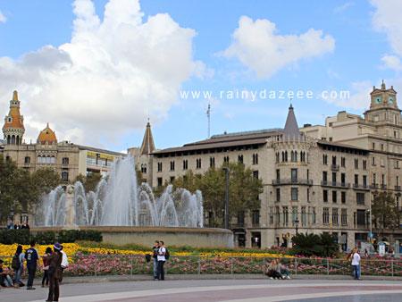 Placa de Catalunya in Barcelona, Spain