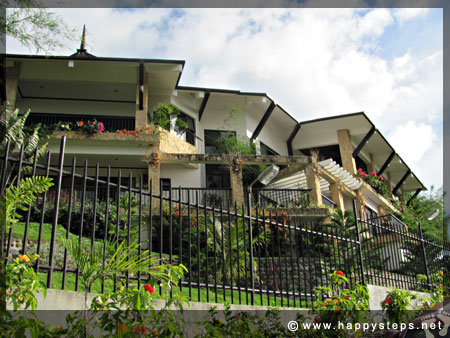 Architect Albert Garbanzos' residence, La Vista Highlands mountain resort in San Carlos City, Negros Occidental (via Don Salvador Benedicto)